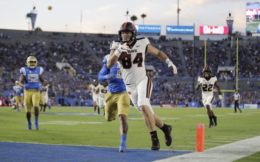 Oregon State tight end Teagan Quitoriano (84) makes a touchdown catch against UCLA during the first half of an NCAA college football game Saturday, Oct. 5, 2019, in Pasadena, Calif. (AP Photo/Marcio Jose Sanchez)