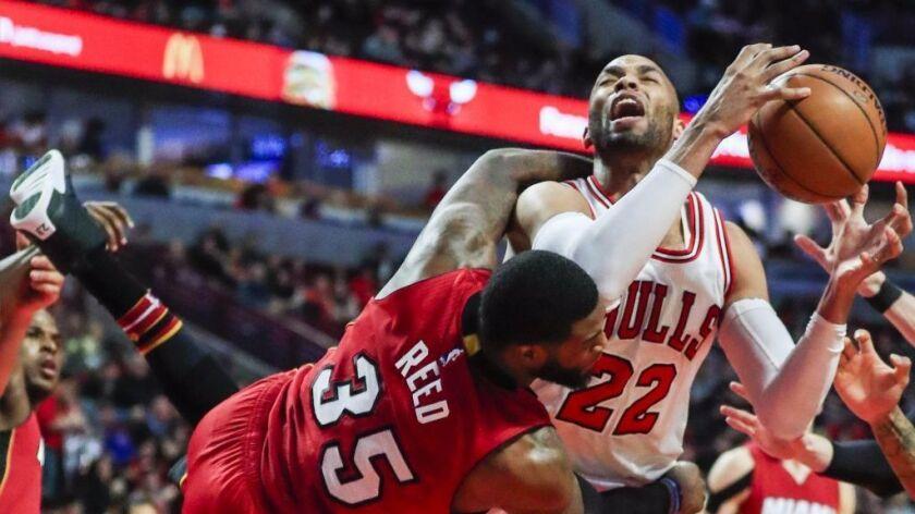 NBA: Miami Heat roll over bickering Chicago Bulls, 100-88