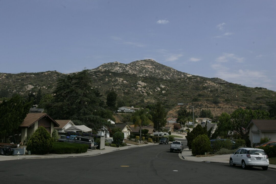 Poway homes south of the Twin Peaks.