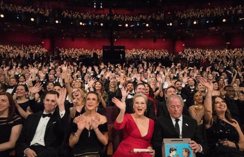 La actriz estadounidense Meryl Streep (c) saluda desde la primera fila del patio de butacas durante la 90 edición de los Óscar en el Dolby Theatre de Hollywood, California (Estados Unidos). EFE/ Todd Wawrychuk-Academia de Artes y Ciencias Cinematográficas de EE.UU. (AMPAS) LA IMAGEN NO PODRÁN SER MODIFICADA/ SOLO PERMITIDO SU USO EDITORIAL PARA INFORMAR ÚNICAMENTE SOBRE EL EVENTO/SOLO SE PERMITE UN SOLO USO/CRÉDITO OBLIGATORIO/FOTO CEDIDA/SOLO USO EDITORIAL/PROHIBIDA SU VENTA Y SU ARCHIVO