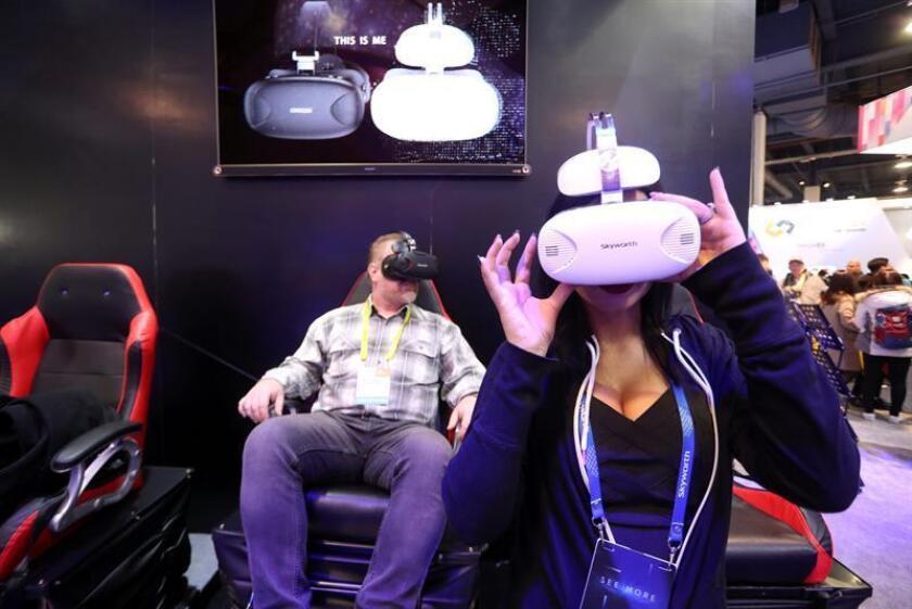 Con la idea de conectar la realidad virtual (VR) y la realidad aumentada (AR) con las diversas industrias que pueden sacar provecho de ellas, Miami tendrá a partir de este viernes la primera conferencia de esta temática con la participación de medio centenar de ponentes. EFE/EPA/Archivo