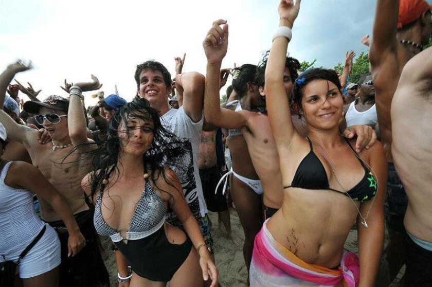"""Rotilla, el festival cubano de música electrónica que llegó a reunir en una playa insignificante a más de 20.000 personas y luego fue """"secuestrado"""" por el Ministerio de Cultura de la isla, vuelve a un escenario pero esta vez en Miami. EFE/ARCHIVO"""