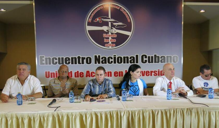"""El exilio y la disidencia cubana se sienten traicionados con la reciente firma del acuerdo bilateral entre la Unión Europea (UE) y Cuba, un acuerdo que """"echa abajo principios democráticos y éticos fundamentales"""", según denunciaron hoy en Miami representantes de una coalición de grupos opositores. EFE/ARCHIVO"""