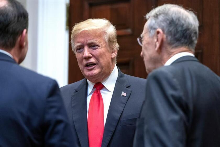 President Donald Trump (c) speaks with lawmakers at the White House on Nov. 14, 2018. EFE-EPA/ Jim Lo Scalzo