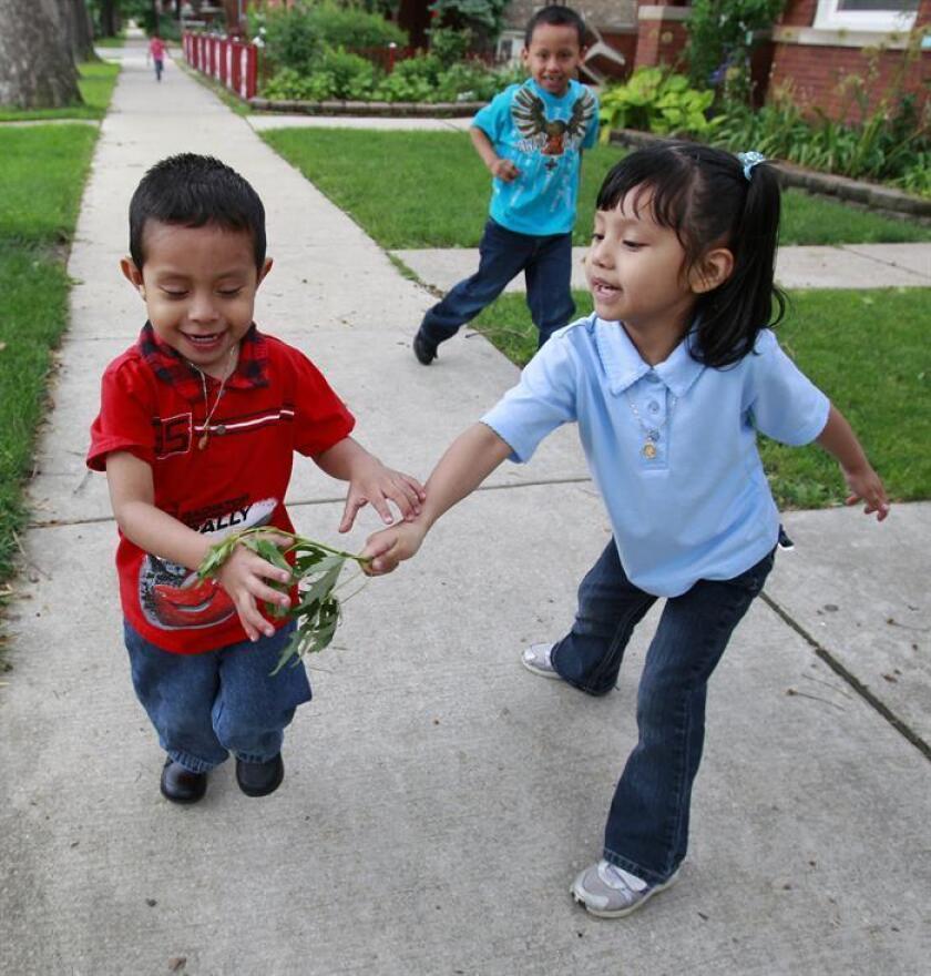 La llegada de jóvenes familias latinas a zonas rurales de Iowa ha revitalizado la economía y estabilizado el nivel de vida de localidades que, de otra manera, hubiesen desaparecido, revela un informe difundido hoy por un experto de la Universidad Estatal de Iowa (ISU). EFE/Archivo