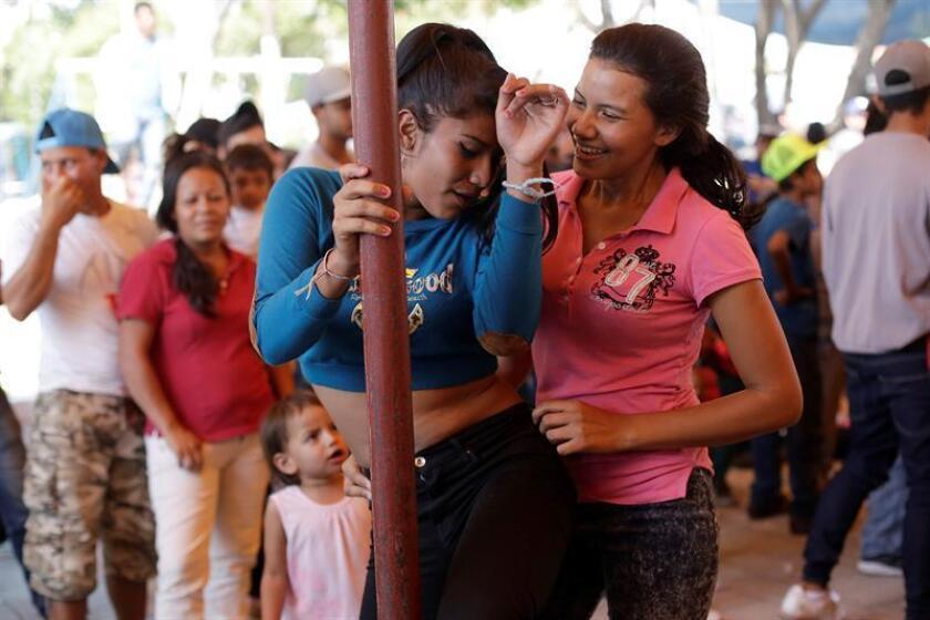 Los integrantes de la caravana migrante viven su última jornada en Puebla (México) antes de partir hacia la Ciudad de México, con la incertidumbre de qué camino tomarán una vez lleguen allí, ya que en la capital se dará por terminada la movilización. EFE