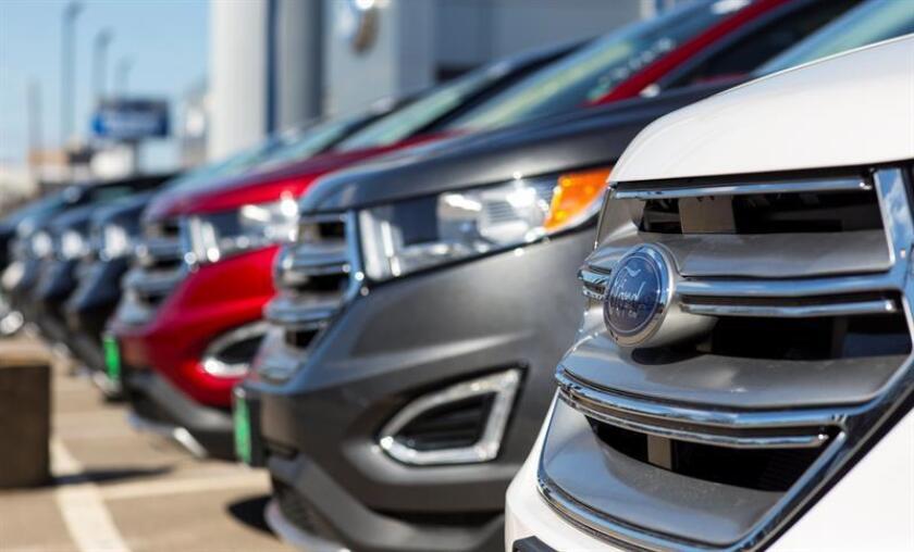 Vehículos Ford son permanecen expuestos para su venta en un concesionario en Puerto Rico. EFE/Archivo