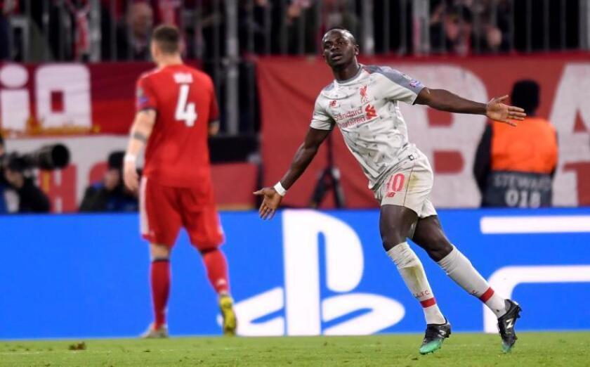 Sadio Mane del Liverpool celebra tras anotar un gol este miércoles, durante un partido de octavos de final de la Liga de Campeones UEFA, entre el Bayern Munich y el Liverpool FC, en el estadio Allianz Arena de Munich (Alemania). EFE