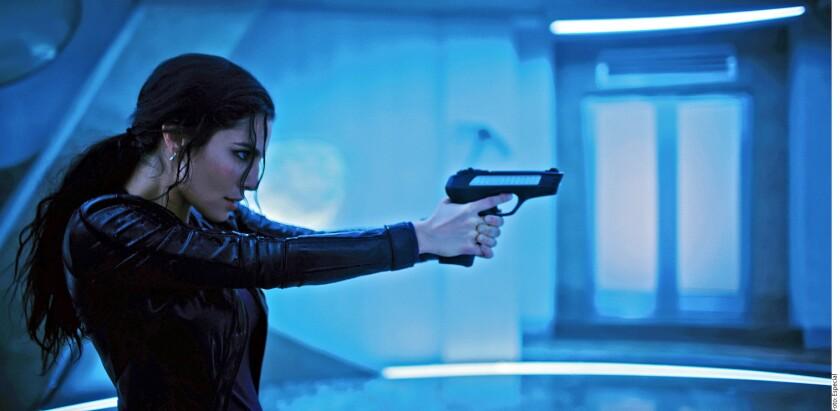 Martha Higareda interpreta a una agente de policía del futuro en 'Altered Carbon'.