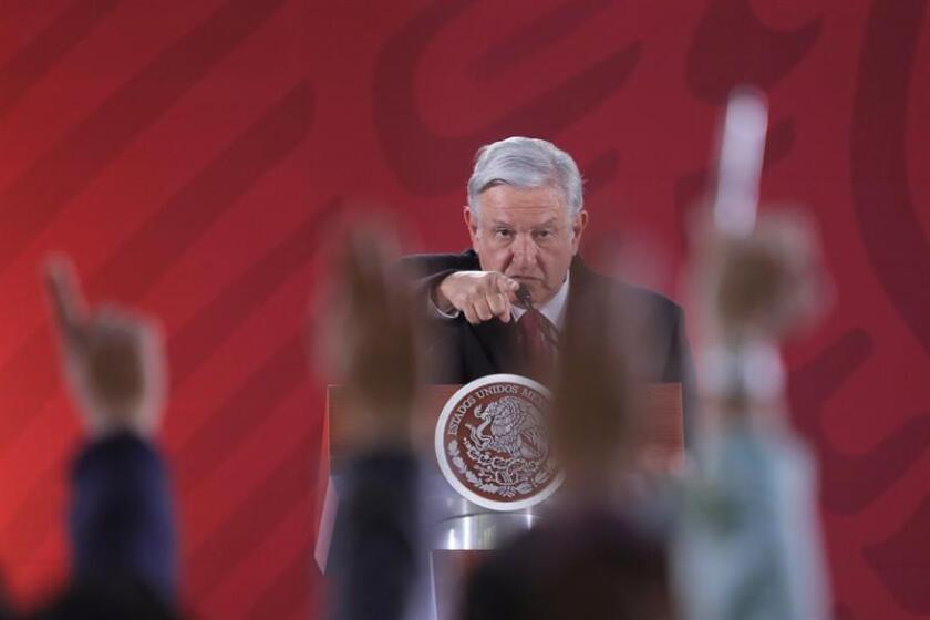 El presidente de México, Andrés Manuel López Obrador, habla durante su rueda de prensa matutina este miércoles en el Palacio Nacional, en Ciudad de México (México). EFE