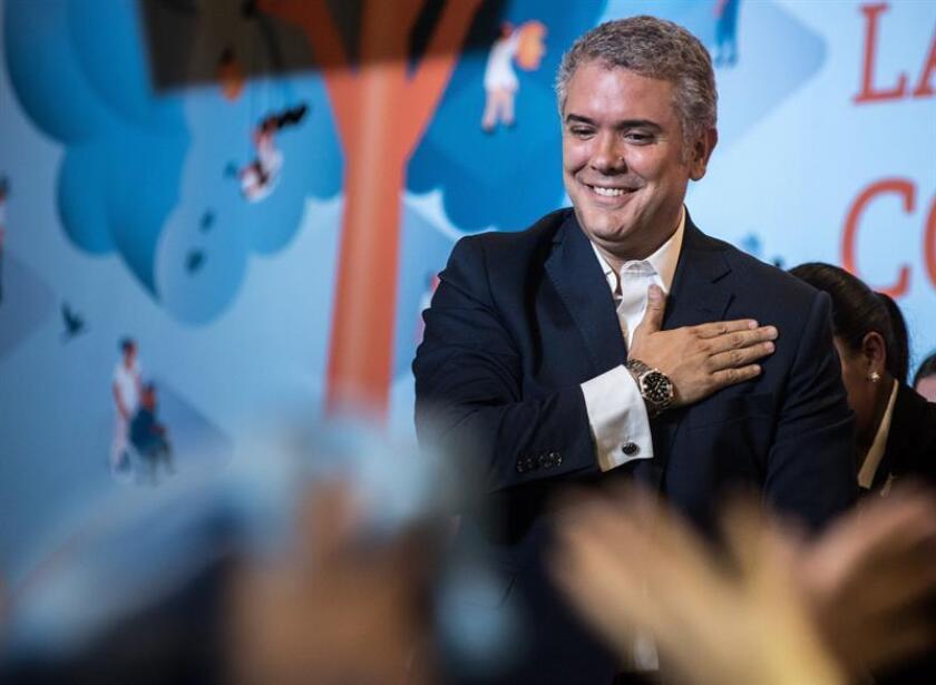 El presidente electo de Colombia, el uribista Iván Duque, se dirige a sus seguidores en su sede de campaña en Bogotá (Colombia). EFE
