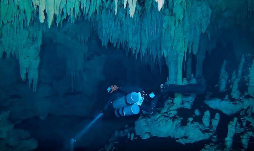 Fotograma extraído de un vídeo cedido por el Instituto Nacional de Antropología e Historia (INAH), fechado el 16 de enero de 2018, que muestra la exploración subacuática de la cueva Sac Atun en Tulum, Quintana Roo (México). EFE/INAH/SOLO USO EDITORIAL