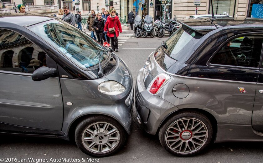 This is how they park in Paris