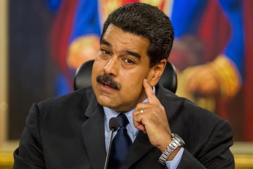 El presidente de Venezuela, Nicolás Maduro, habla durante una rueda de prensa con medios de comunicación internacionales, este 18 de enero de 2017, en la ciudad de Caracas (Venezuela). EFE