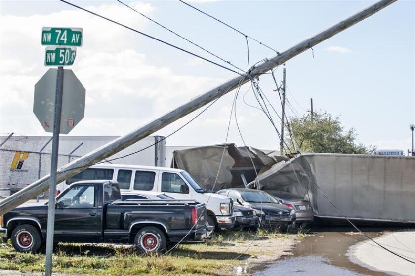 Miles de hogares en California amanecieron hoy sin servicio eléctrico a consecuencia de los fuertes vientos que han azotado distintas áreas del Estado Dorado, que han hecho elevar las alertas de incendio. EFE/Archivo