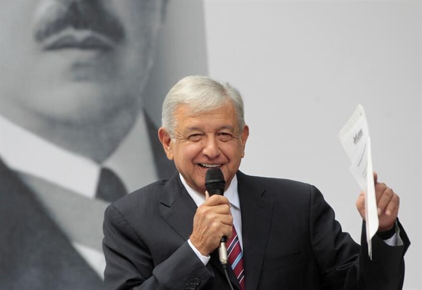 El presidente electo de México, Andrés Manuel López Obrador, ofrece una rueda de prensa en Ciudad de México (México). EFE/Archivo