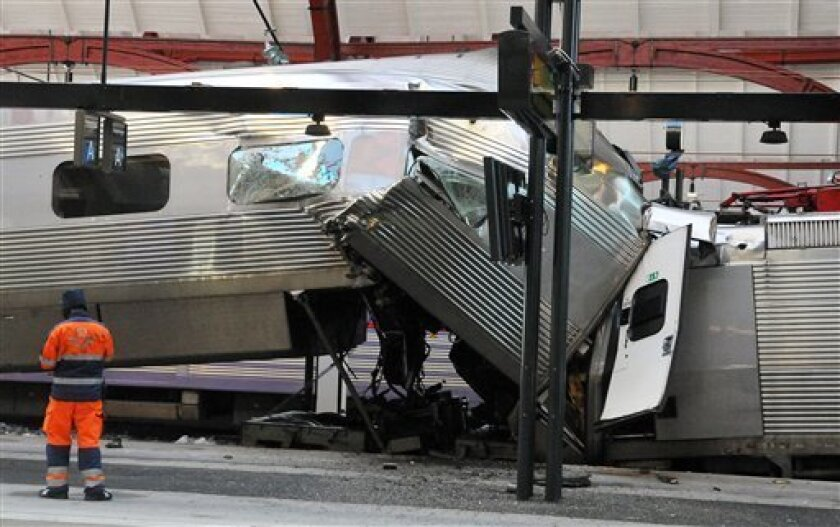A X2000 train is seen after it crashed at the Central Station in Malmo, Sweden, Saturday, Jan. 1, 2011. One person was injured in the crash. (AP photo/Scanpix Sweden/Johan Nilsson) SWEDEN OUT