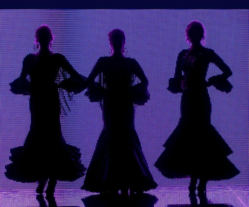 Tres modelos desfilan durante el Salón Internacional de la Moda Flamenca (SIMOF 2013). EFE/Archivo