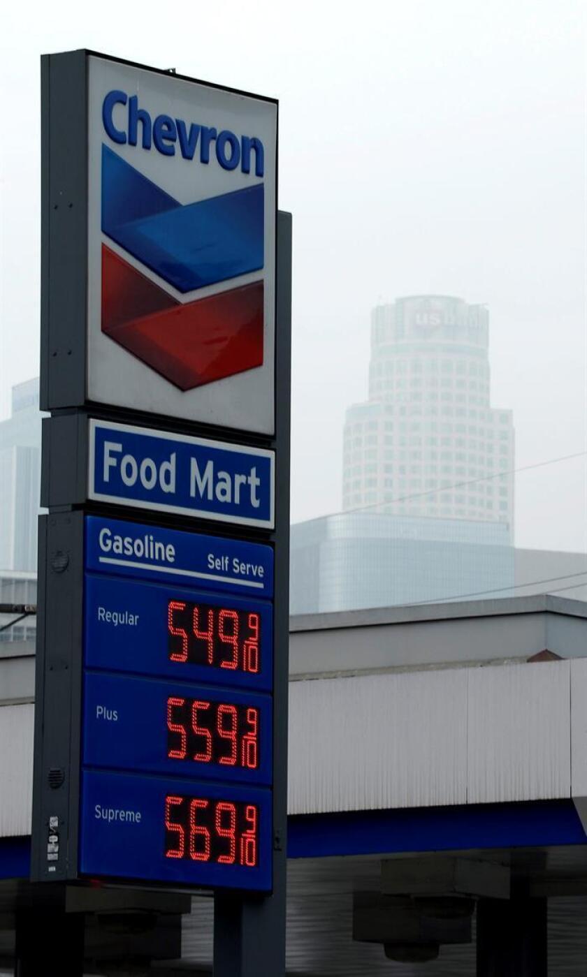 Vista de una estación de gasolina de la empresa Chevron. EFE/Archivo