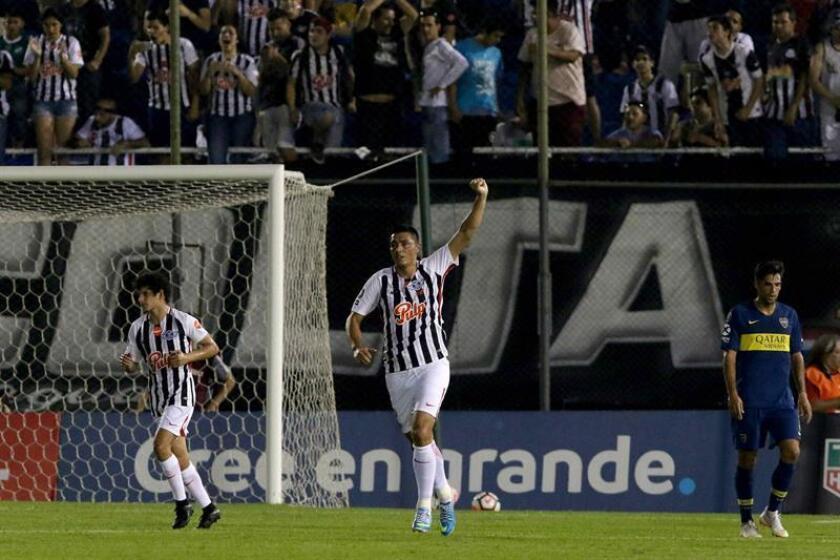 En la imagen, jugadores de Libertad de Paraguay. EFE/Archivo