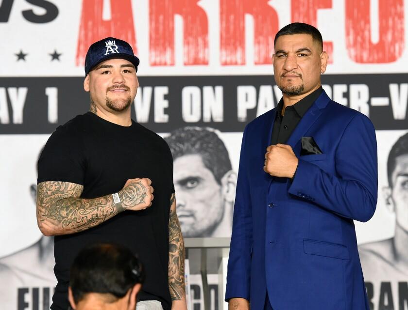 Andy Ruiz Jr. (izq.) y Chris Arreola