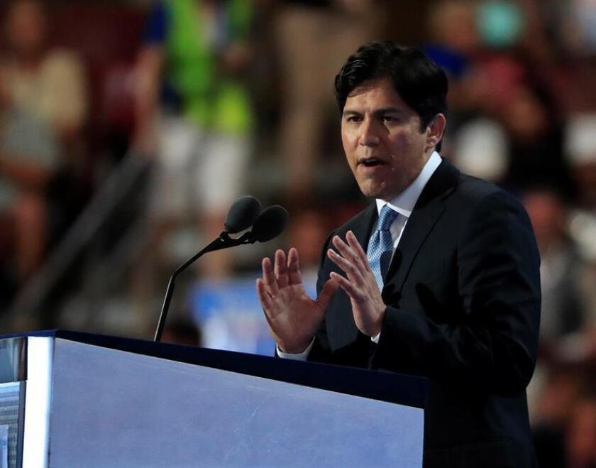 """El líder del Senado de California, Kevin de León, señaló hoy que la """"amenaza"""" de realizar redadas masivas en ese estado, según ha dado a conocer un medio local, lejos de intimidar """"fortalece"""" el propósito de luchar por los inmigrantes locales. EFE/ARCHIVO"""