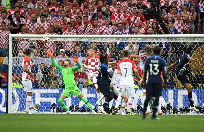 VIDEO:  Francia ya tiene ventaja en la final de Rusia 2018 ante Croacia, ¿fue autogol de Mandzukic?