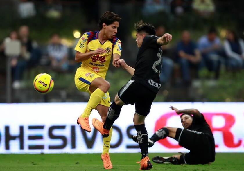El centrocampista Diego Lainez (i), del América, y el goleador Eduardo Aguirre, del Tampico Madero, lideran la selección mexicana que defenderá el título en el torneo de fútbol de los Centroamericanos y del Caribe de Barranquilla. EFE/ARCHIVO