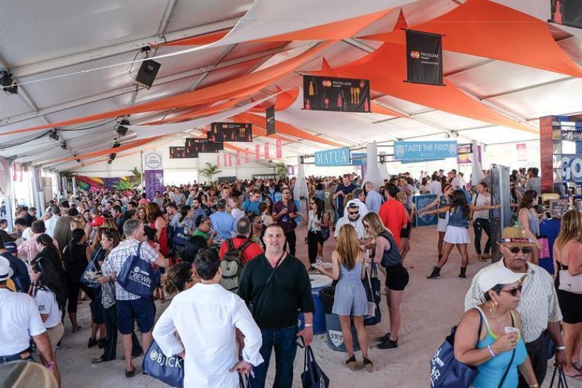 El bullicioso Festival de Comida y Vino de South Beach (Sobewff) comienza hoy con un centenar de eventos gastro-enológicos, a gusto de carnívoros y veganos, y el ingrediente ya indispensable de grandes cocineros latinos celebrando la vitalidad de su cocina. EFE/Archivo