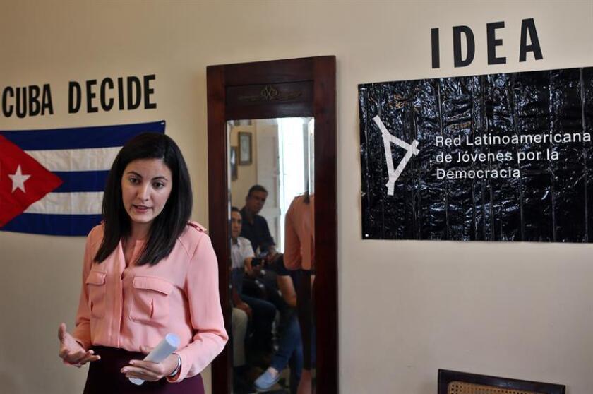 La opositora cubana Rosa María Payá, hija del fallecido opositor Oswaldo Payá Sardiñas, habla durante la entrega simbólica del premio Oswaldo Payá en La Habana (Cuba). EFE