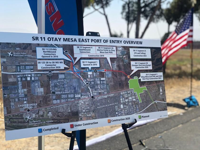 Uno de los carteles colocados en el arranque de la última fase del proyecto de la autopista SR-11