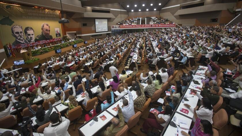 En esta fotografía de archivo del 16 de abril de 2016, los delegados asisten a un Congreso del Partido Comunista