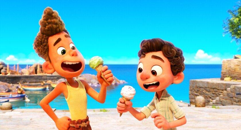 """Alberto, en la voz de Jack Dylan Grazer y Luca, en la voz de Jacob Tremblay, en una escena de la cinta animada """"Luca""""."""