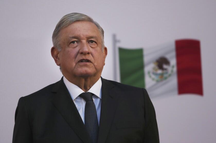 """López Obrador dice que encierros por virus son """"dictaduras"""""""