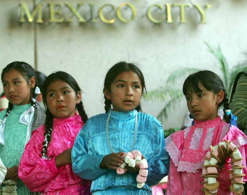 Naciones Unidas y el Instituto Simone de Beauvoir iniciaron hoy una campaña para alertar a la población indígena de México sobre las consecuencias del matrimonio de mujeres menores de edad, un problema que en algunas zonas del país alcanza a más del 20 por ciento de niñas y adolescentes. EFE/Archivo