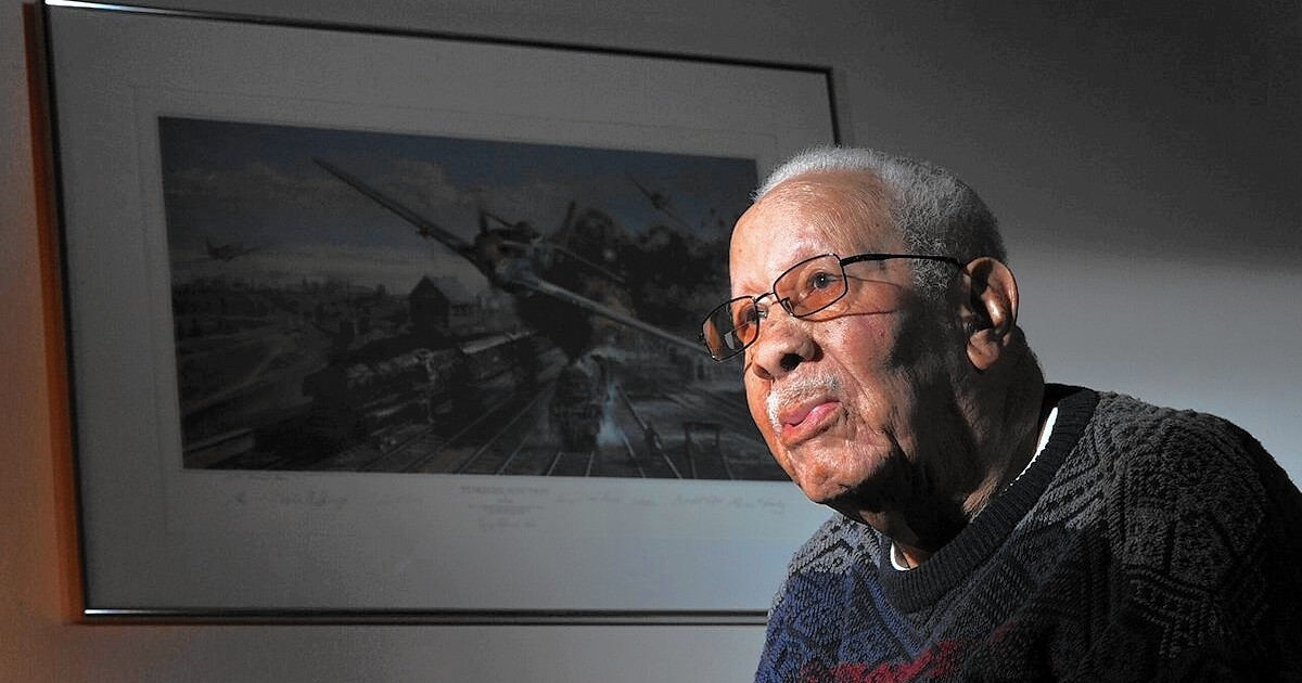 Lowell Steward Dies At 95 Decorated Wwii Tuskegee Airman Los Angeles Times
