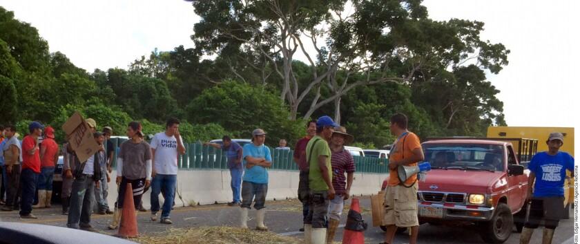 Foto para ilustrar. Inmigrantes en Chiapas. Por presunta explotación, migrantes guatemaltecos dedicados a la recolección de basura cerraron el tiradero de Tapachula, en Chiapas.