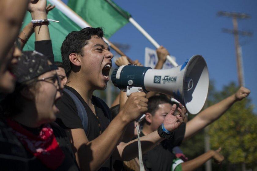 8 leyes que protegen a los inmigrantes indocumentados llegan a la recta final. ¿Cuáles son?