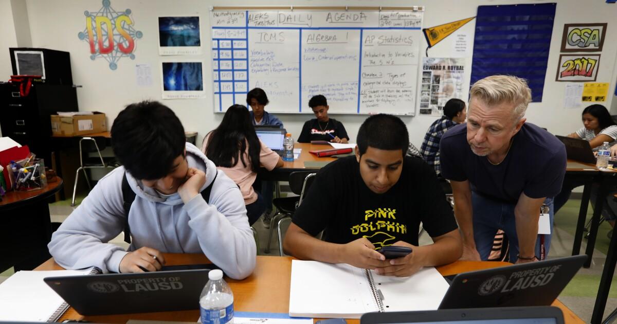 Cal State board penundaan keputusan pada ekstra matematika kebutuhan sampai tahun 2022 di tengah kontroversi