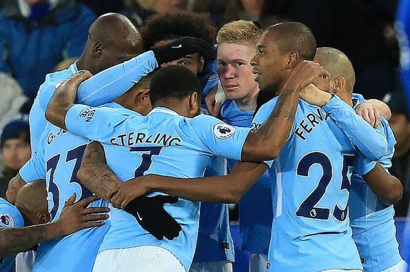 El Man City avanza hacia el título y el Arsenal le gana el derbi al Tottenham