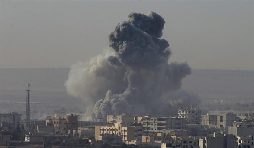 """Al menos 1.124 civiles han muerto de manera """"no intencionada"""" a manos de la coalición internacional liderada por Estados Unidos, que desde agosto de 2014 combate al yihadismo en Siria e Irak, informaron hoy fuentes militares. EFE/Archivo"""
