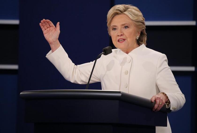 El candidato republicano a la Casa Blanca, Donald Trump, acusó hoy a su rival, la demócrata Hillary Clinton, de estar detrás de las acusaciones de abuso sexual que han hecho contra él varias mujeres en las últimas semanas.