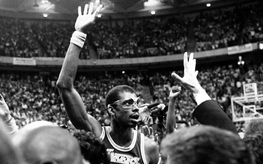 Kareem Abdul-Jabbar acknowledges crowd after breaking the NBA career scoring mark during the Lakers' win over the Jazz on April 5, 1984, in Las Vegas.