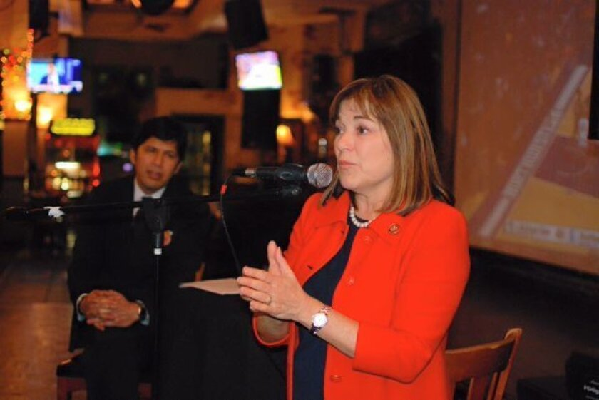Loretta Sánchez, representante en la legislatura estatal por el Distrito 46, obtuvo el apoyo de oficiales elegidos de media docena de ciudades con mayoría hispana en su carrera electoral para ocupar el puesto en el Senado que dejará vacante la demócrata Bárbara Boxer.