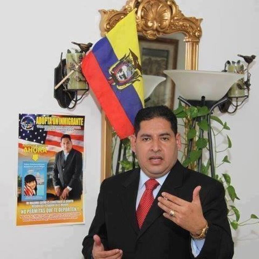 Oswaldo Cabrera, director de la Coalición Latinoamericana Internacional, enfrenta cargos por fraude migratorio.