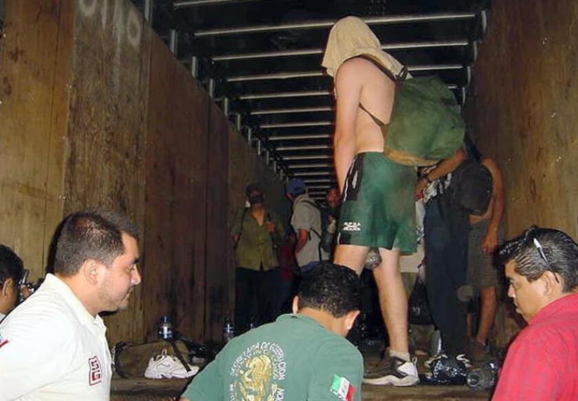 Interceptan en norte de México a 137 migrantes hacinados en un tráiler