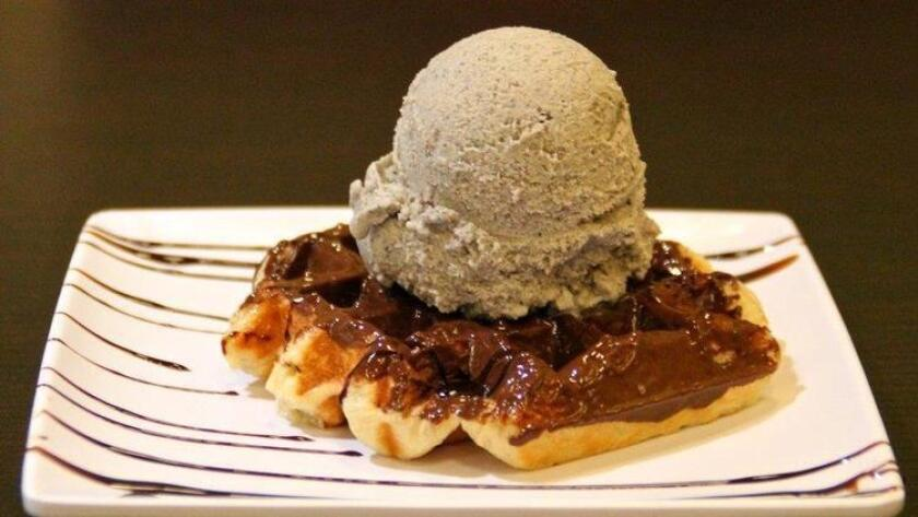 pac-sddsd-leige-waffle-topped-with-black-20160820