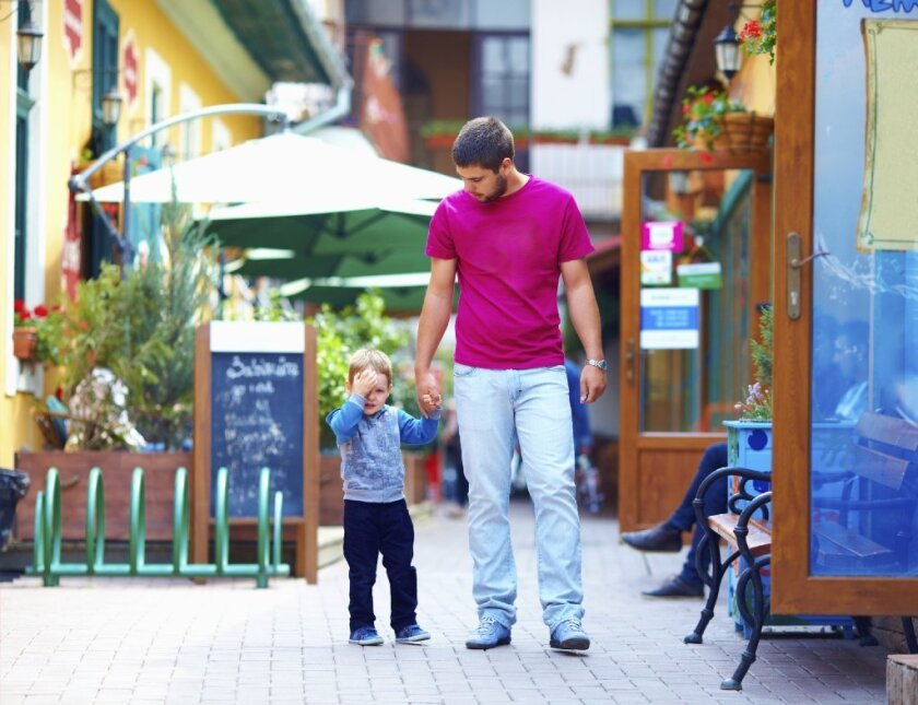 To boost odds of a long life, men should delay fatherhood
