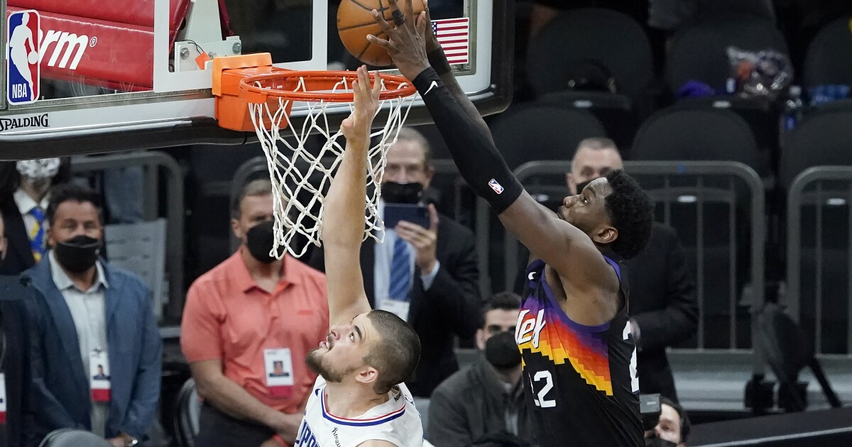 Clippers make a bloody mess of Game 2 in loss to Suns