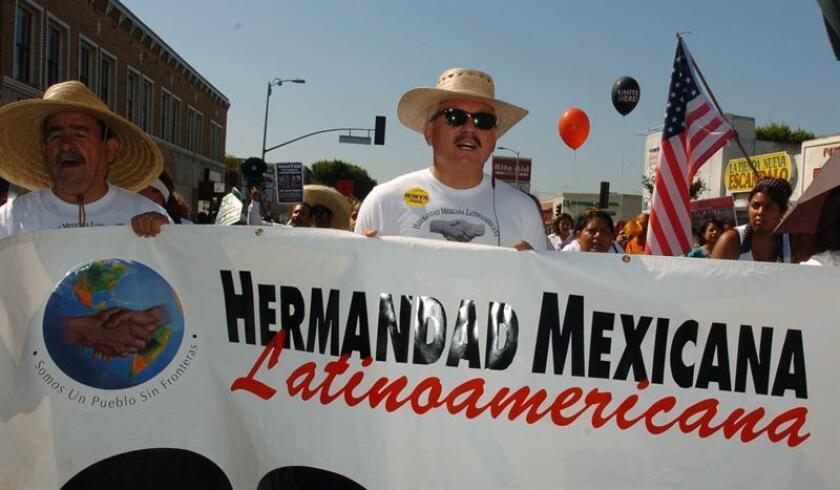"""""""En EEUU el gobierno ofrece subsidios a los rancheros y con esos precios los agricultores de México no pueden competir"""", manifestó a Efe Nativo López (c), presidente de la Hermandad Mexicana. EFE/ARCHIVO"""